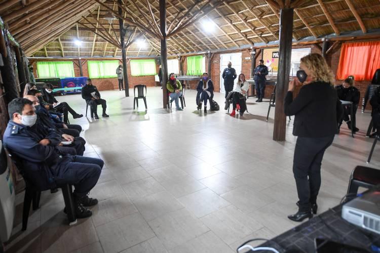 Capacitan en San Fernando al personal de comisarías sobre violencia de género