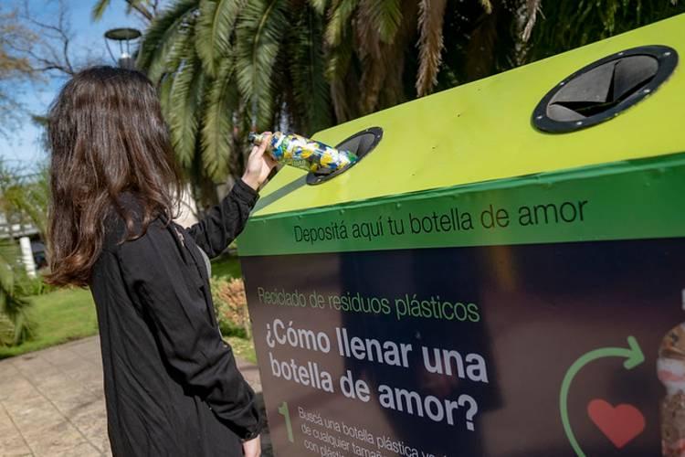 Botellas de Amor una manera fácil y efectiva de reciclar plásticos en San Isidro
