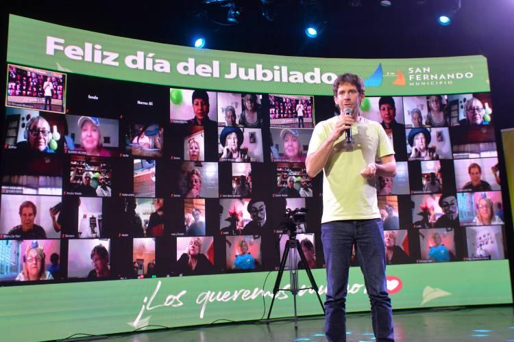 Juan Andreotti compartió un festejo de Día del Jubilado con un show de Fátima Florez y Waldo