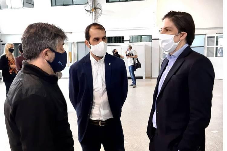 El Ministro Trotta entregó 370 netbooks a alumnos de Vicente López