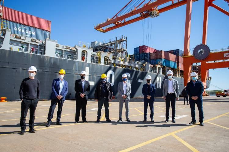 Kicillof recibió al primer buque que realiza servicios de importación y exportación del puerto de La Plata hacia China