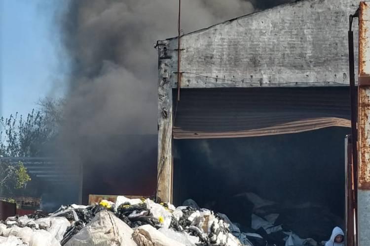 Controlaron el incendio en un galpón de reciclaje en las Tunas