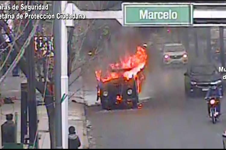 Controlan un peligroso incendio vehicular en Don Torcuato