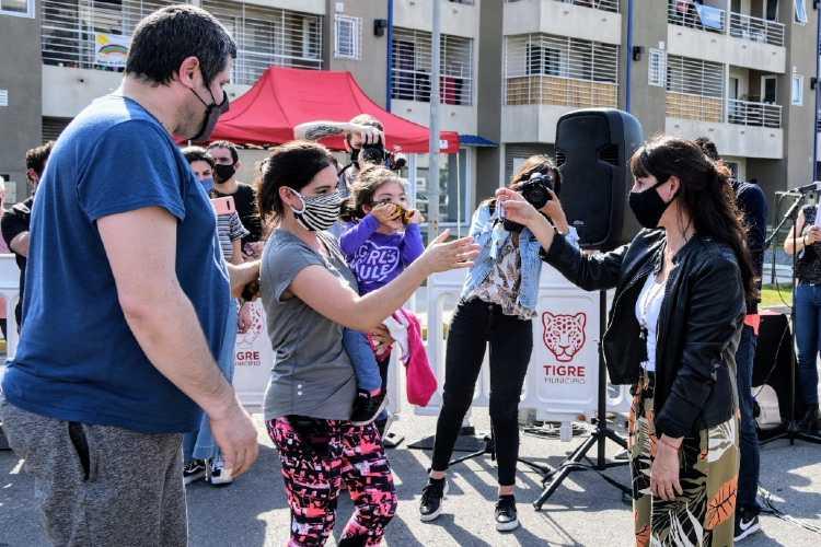 """Roxana López: """"El Procrear es una herramienta que da soluciones concretas ante el déficit habitacional"""""""