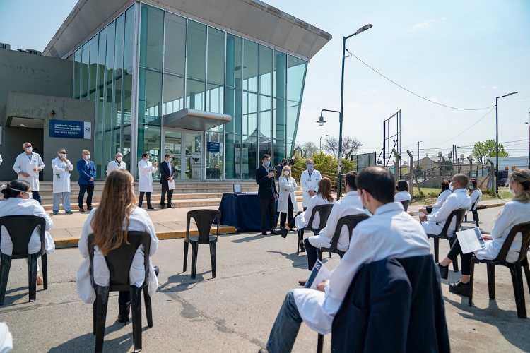 Médicos residentes del Hospital Central de San Isidro recibieron su diploma