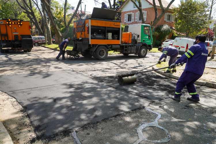 Continúan las tareas de bacheo y asfalto en Vicente López