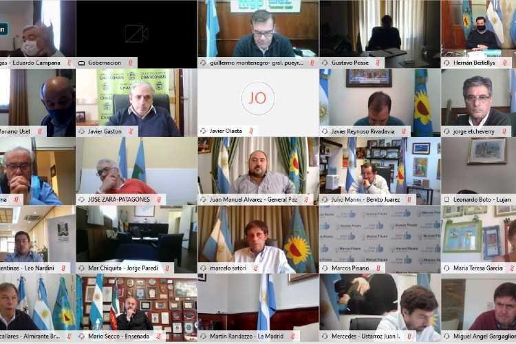 Kicillof analizó la situación epidemiológica junto a intendentes y el Comité de Expertos
