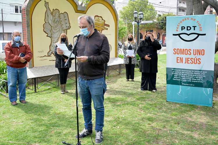 Conmemoración del Mes de la Biblia en Tigre centro