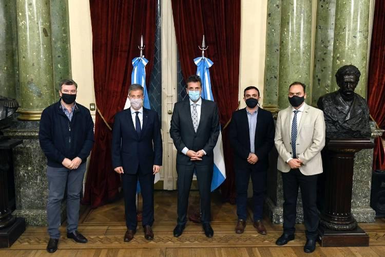 El presidente de la Cámara baja, Sergio Massa firmó, y el rector de la Universidad de San Martin, Carlos Greco