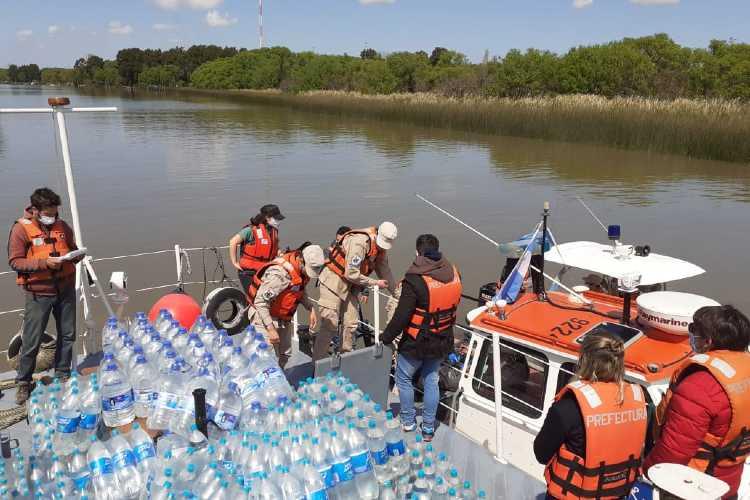 Entregan víveres y elementos de limpieza a vecinos del Delta de Tigre