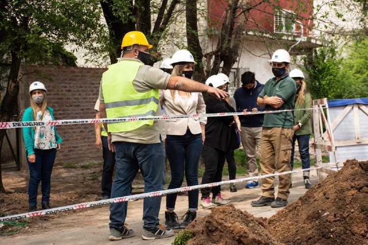 Malena Galmarini supervisó una obra de agua en el barrio El Arco en Benavídez