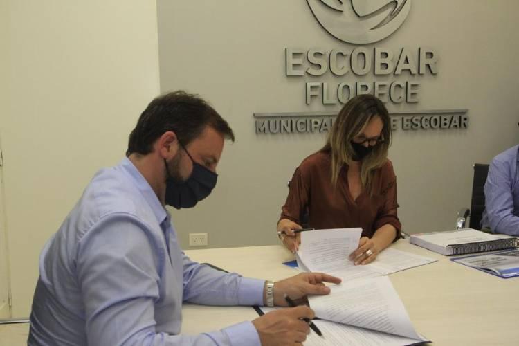 Malena Galmarini y Ariel Sujarchuk recorrieron un acueducto que beneficiará a 490.000 vecinos de Escobar