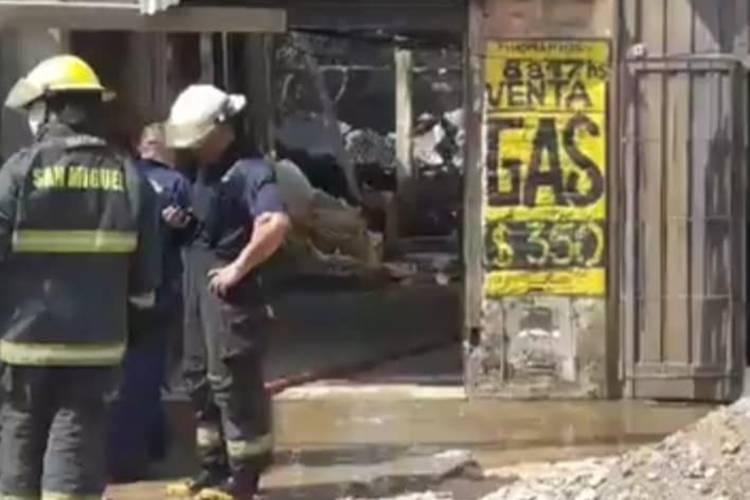 Varios Bomberos heridos por un incendio en un depósito de garrafas en Tortuguitas