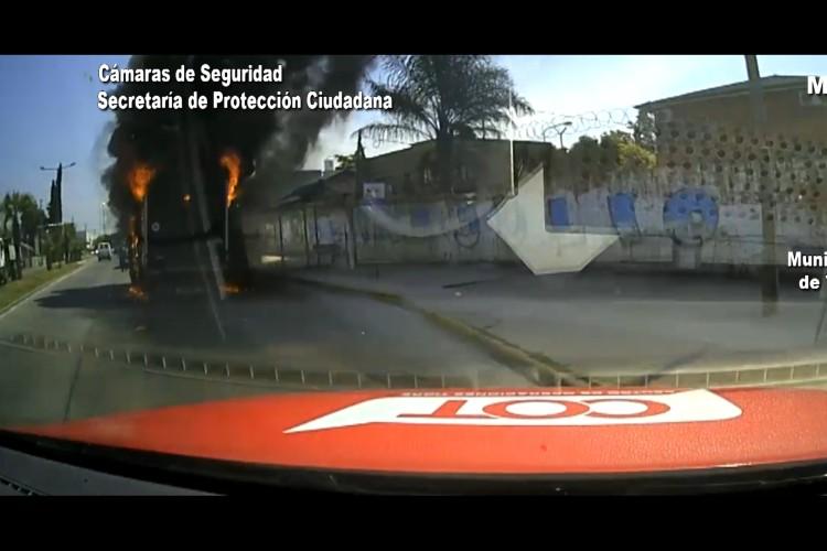 Bomberos controlan el incendio de un camión en Tigre