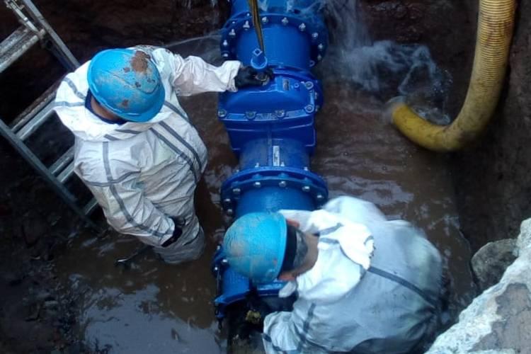 En San Fernando, AySA  cambió una válvula para mejorar el control y modernizar la red de agua en zona norte