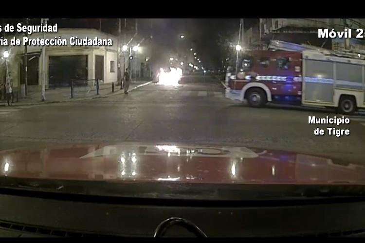 Tigre: El incendio de un auto causó alarma en Ricardo Rojas