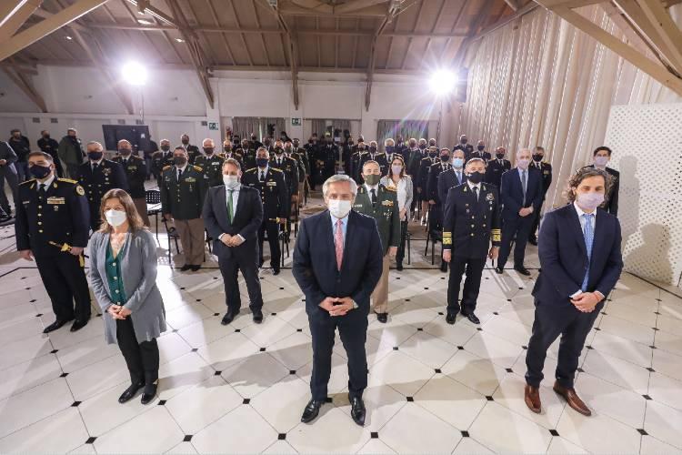 El Presidente entregó los reconocimientos a oficiales superiores de las fuerzas de seguridad