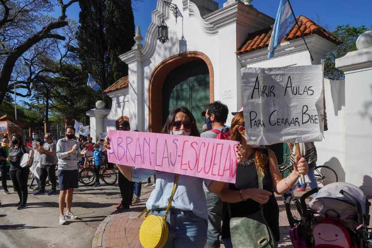Protesta en la quinta de Olivos por la crítica situación de los jardine maternales