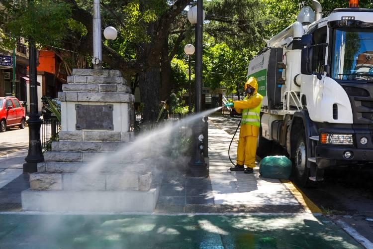 Intensifican los operativos de desinfección en barrios y vía pública de Vicente López