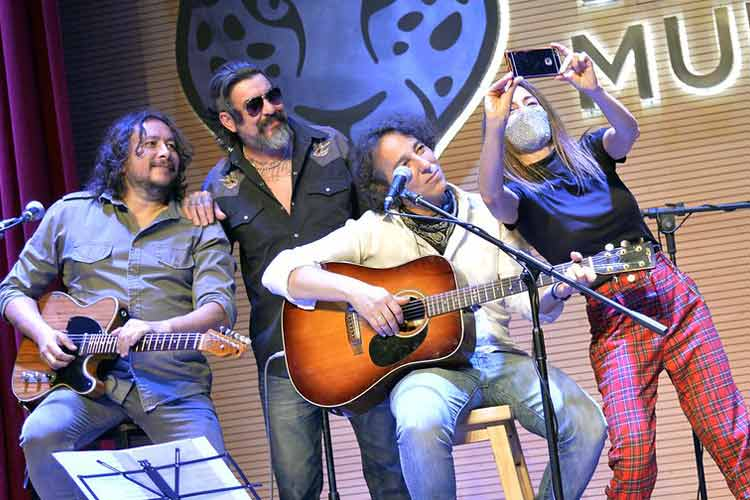 Javier Calamaro presentó un show virtual y gratuito en Tigre