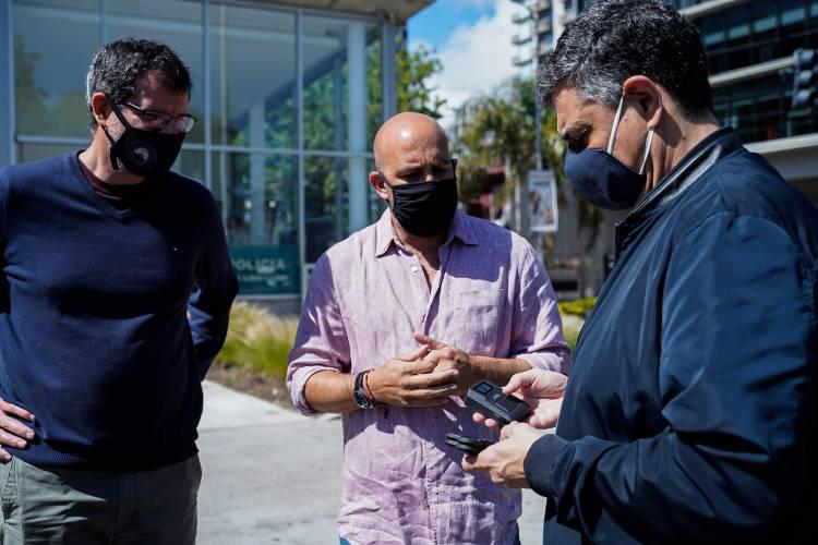 Agentes patrullan Vicente López con cámaras portátiles