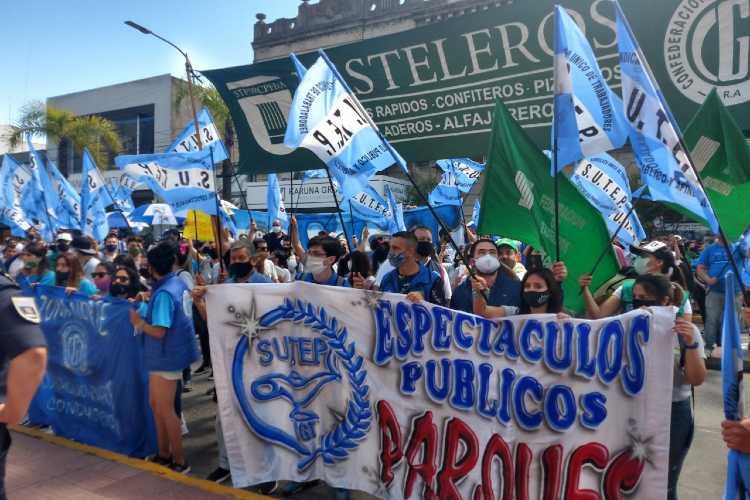 Empleados del Parque de La costa marcharon a la municipalidad de Tigre