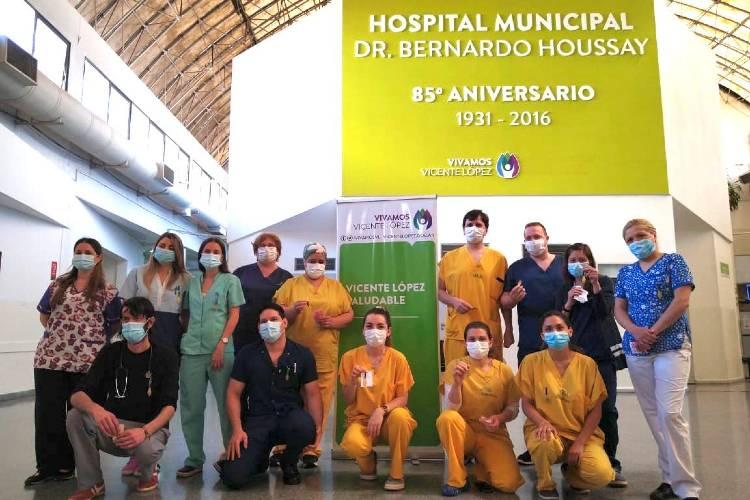Trabajadores de salud de Vicente López recibieron medallas hechas por joyeros de todo el mundo