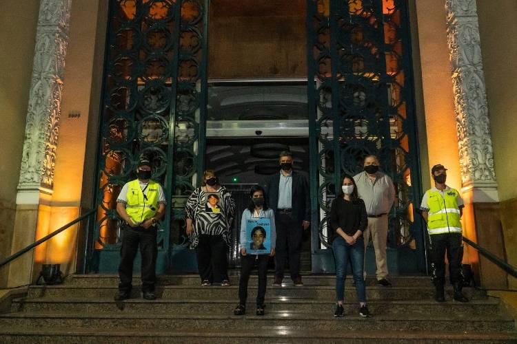 Vicente López iluminó el Palacio Municipal en conmemoración de las Víctimas de Tránsito