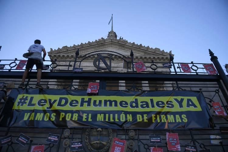 Presentan en el Congreso unas 650.000 firmas a favor de la Ley de Humedales