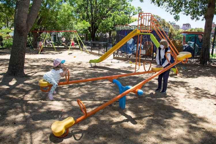 San Isidro habilitó espacios de juegos y aparatos de actividad física  en plazas