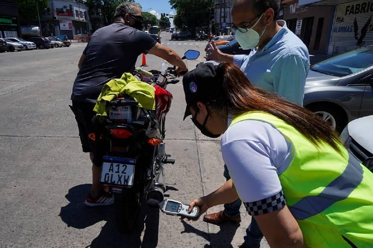 En Vicente López retienen motos que exceden el límite de ruido permitido en sus caños de escape