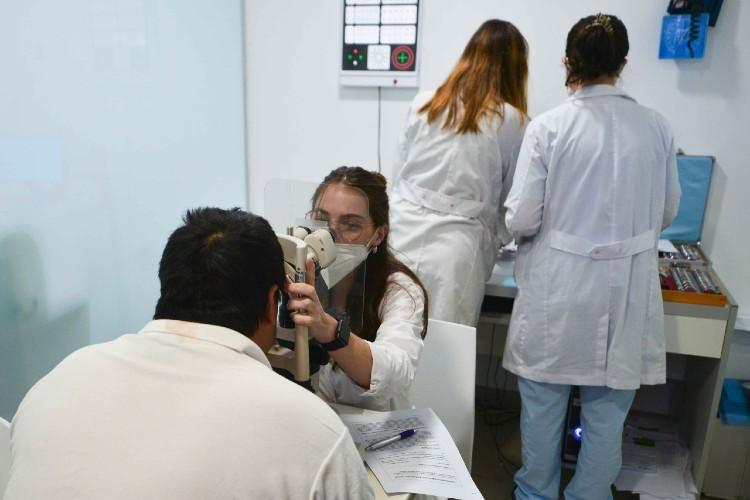 San Fernando alerta sobre los peligros de controles oftalmológicos no autorizados