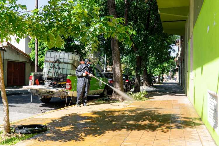 Continúan en Vicente López los operativos de desinfección en barrios y vía pública