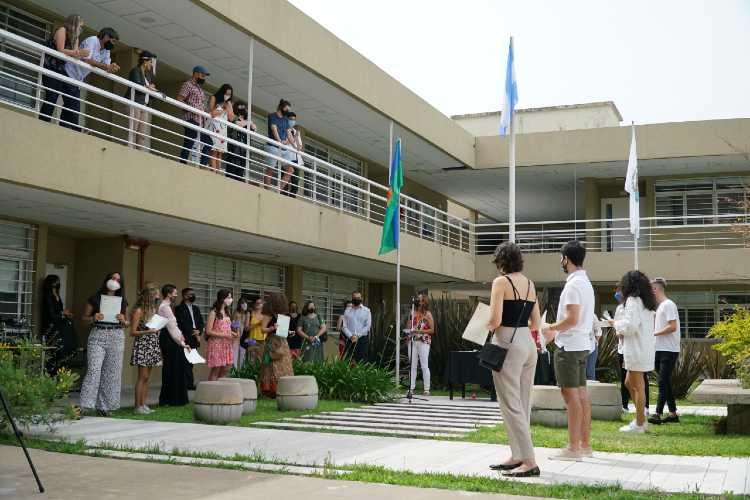 Los primeros egresados del Bachillerato Internacional del Centro Universitario de Vicente López recibieron sus diplomas