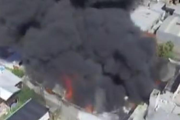 Bomberos de cinco partidos del conurbano siguen trabajando en el incendio en Loma Hermosa