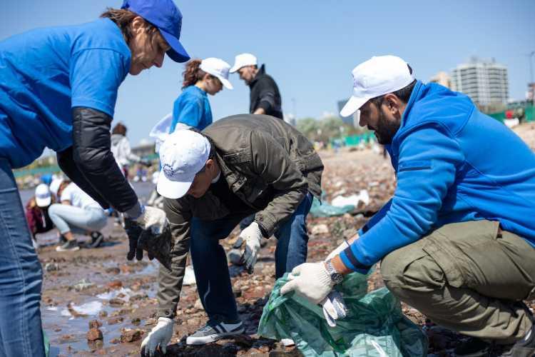 Nueva jornada de limpieza del río en el Paseo de la Costa Vicente López