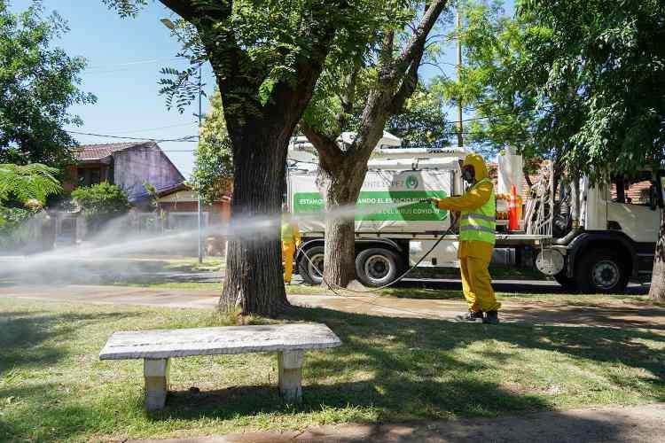 Vicente López continúa con los operativos de desinfección en barrios y vía pública