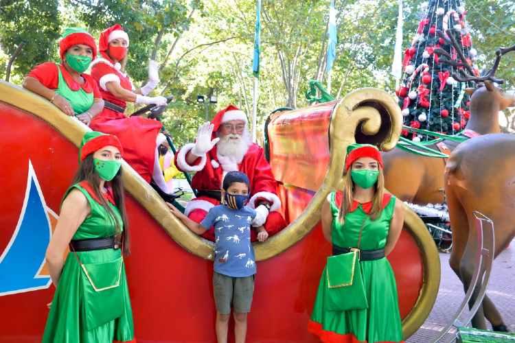 Papá Noel llenó de alegría y diversión las plazas de San Fernando