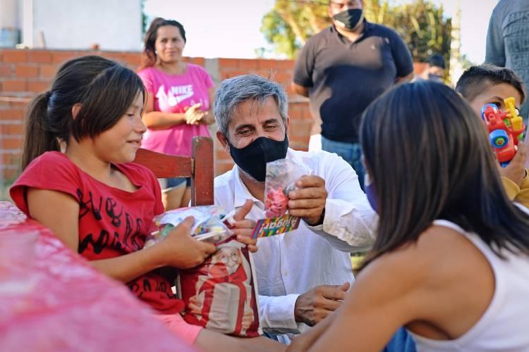 Concejales del FR TODOS Tigre repartieron más de 1.000 regalos navideños en merenderos de la ciudad
