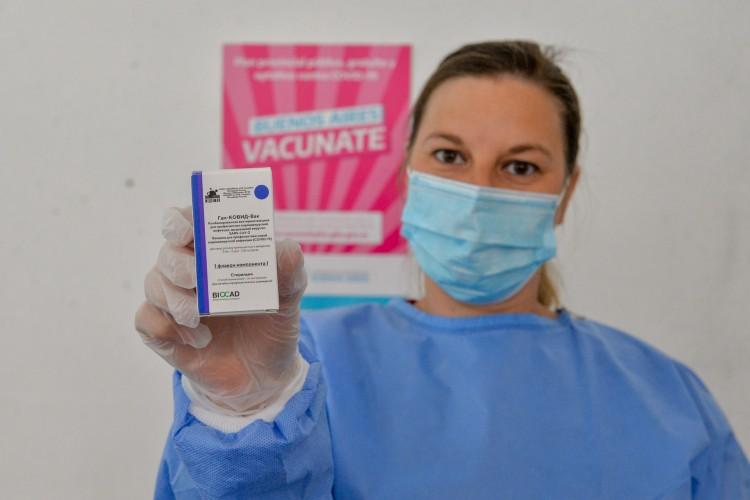La provincia abre centros de vacunación masiva en unidades de pronta atención, universidades y estadios de fútbol