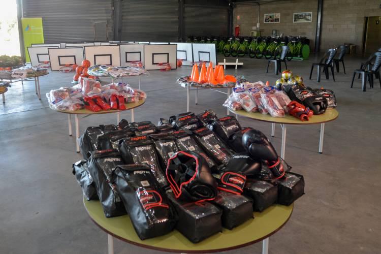 Entregaron kits deportivos y equipamiento a clubes de San Fernando