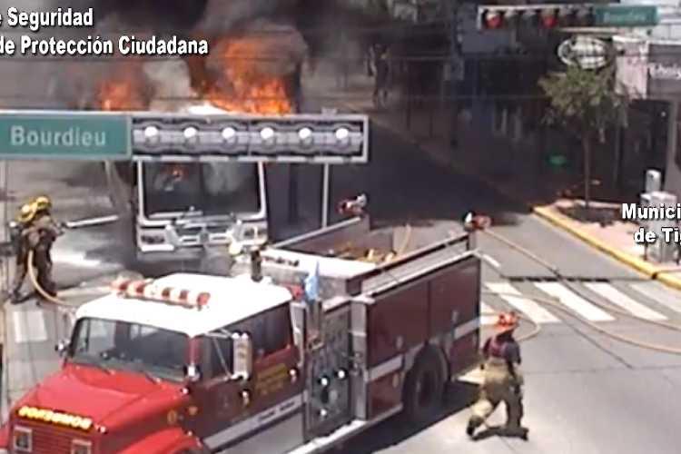 Así fue el Peligroso incendio de un colectivo en Tigre