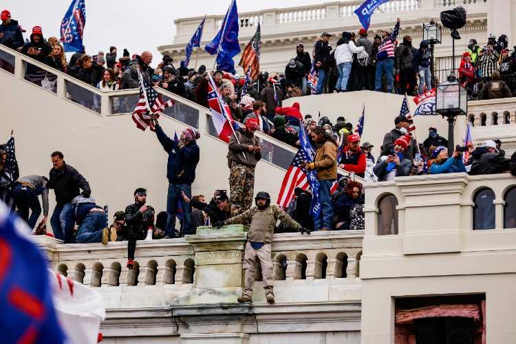 Caos y un Congreso tomado: EEUU se hunde en una transición de gobierno violenta