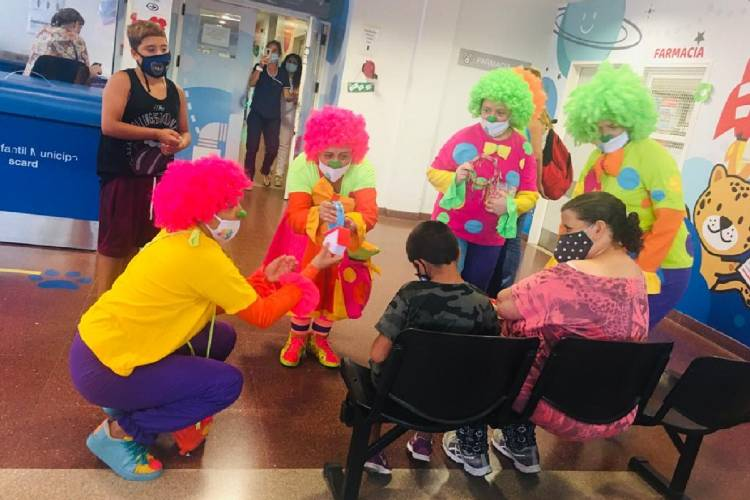 Los PayaRulos entregaron regalos a familias en el Hospital Materno Infantil de Tigre
