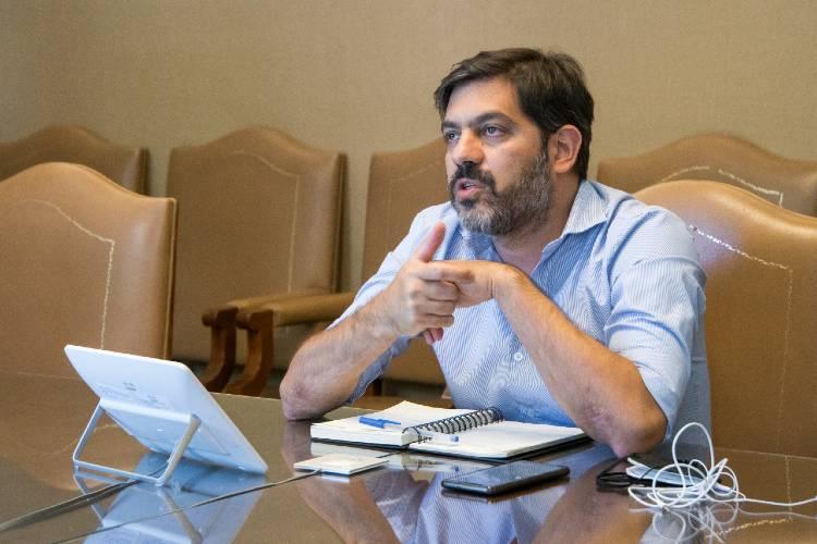 Carlos Bianco afirmó que la Provincia negocia la compra de vacunas contra el COVID