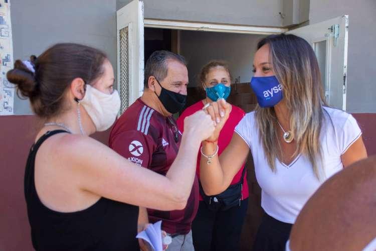 Malena Galmarini y Alejo Chornobroff habilitaron una red de cloacas que beneficiarán a más de 7400 vecinos de Avellaneda.