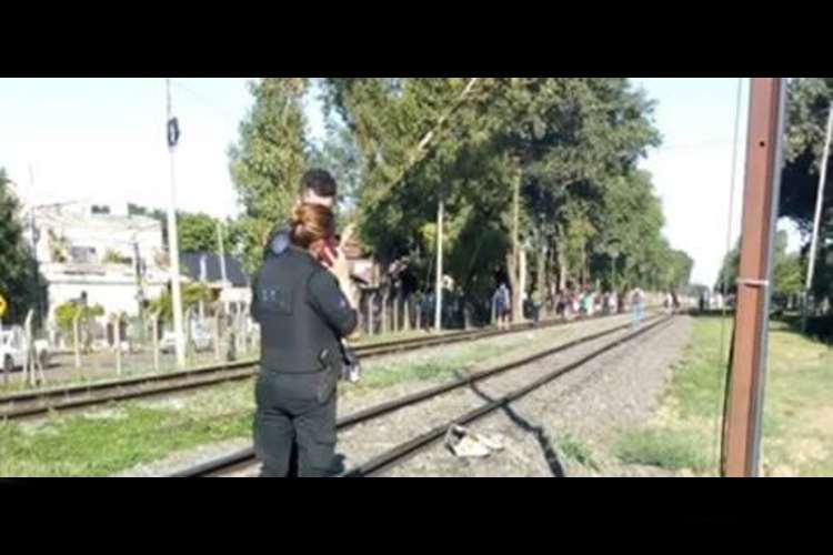 Matan a una mujer tras arrojarla a las vías del tren en Boulogne