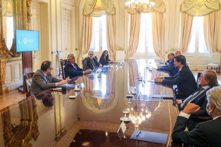 El Presidente Fernández firmo un acuerdo para que se rebajen hasta un 30% los precios de 10 cortes de carne populares.