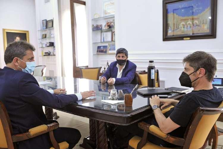 Sergio Massa, Axel Kicillof y Marcelo Figoli en la reunión donde se acordaron los detalles de la adquisición del Parque de la Costa por Fenix Entertainment Group.
