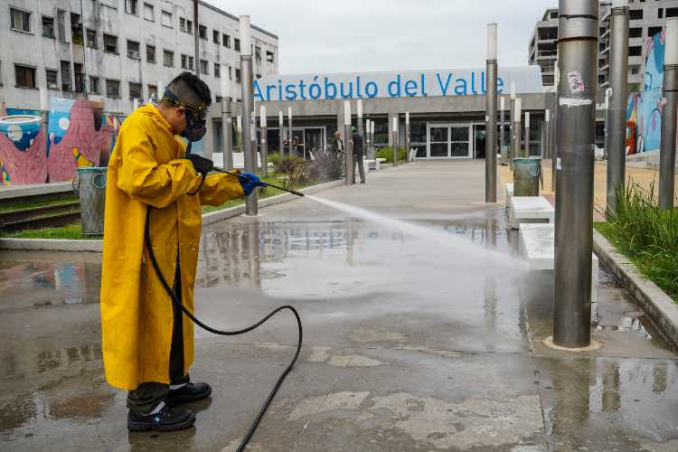 Vicente López realizó un operativo de desinfección en la estación Aristóbulo del Valle